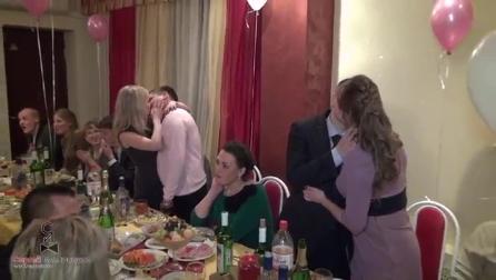 """Свадебный конкурс для взрослых """"Страстный поцелуй"""""""
