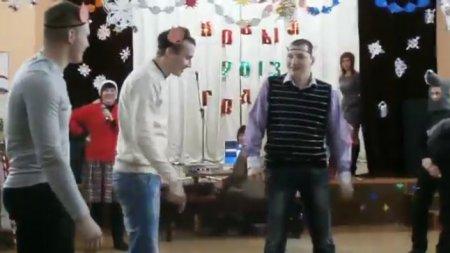 """Новогодняя сценка """"Три поросенка"""""""